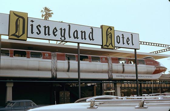 walle_disneyland_alweg_monorail_disneyland_hotel_1963