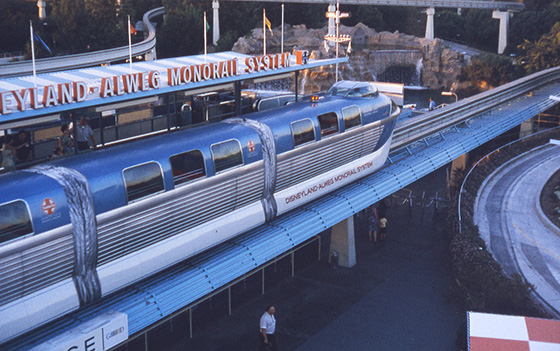walle_disneyland_alweg_monorail_tomorrowland_1963