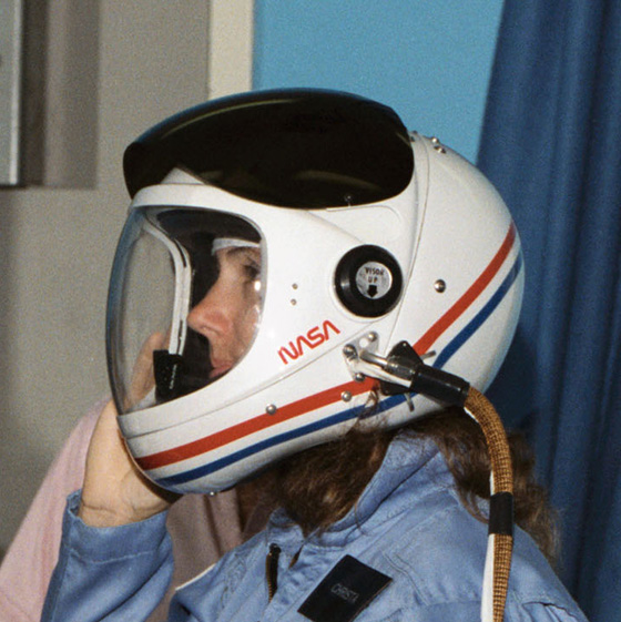 walle_space_shuttle_helmet_super_crop